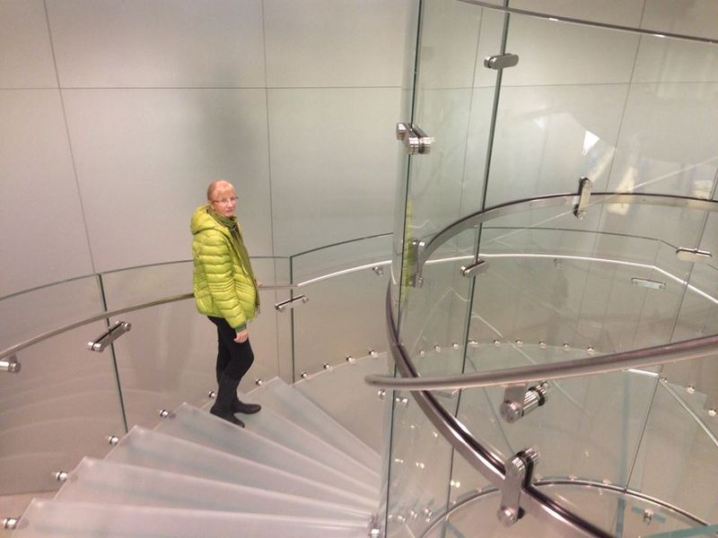Apple Frankfurt Glass staircase