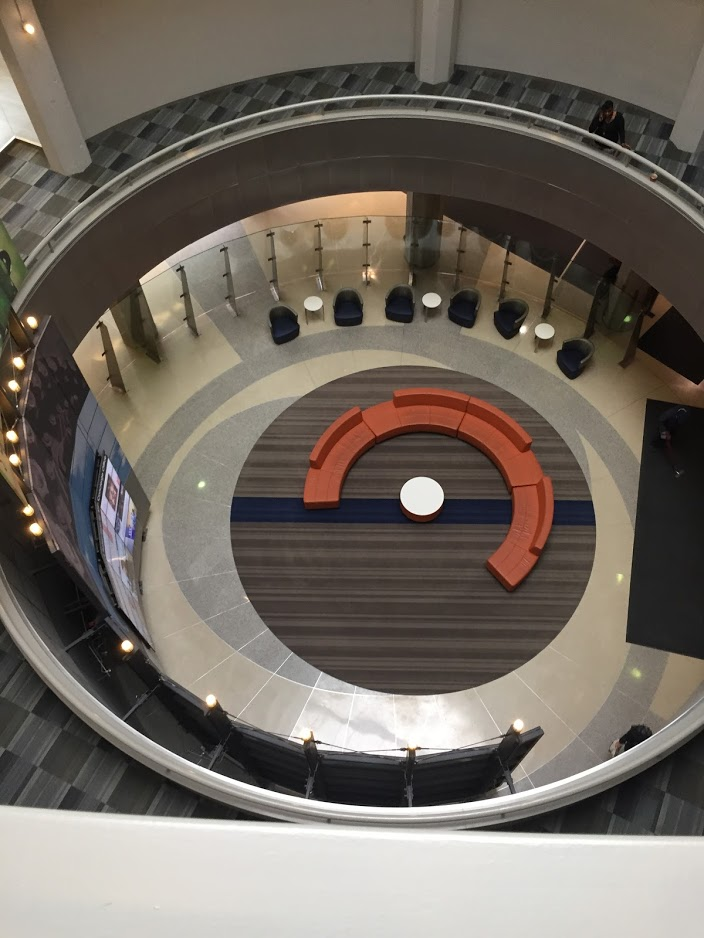 600 W Chicago lobby
