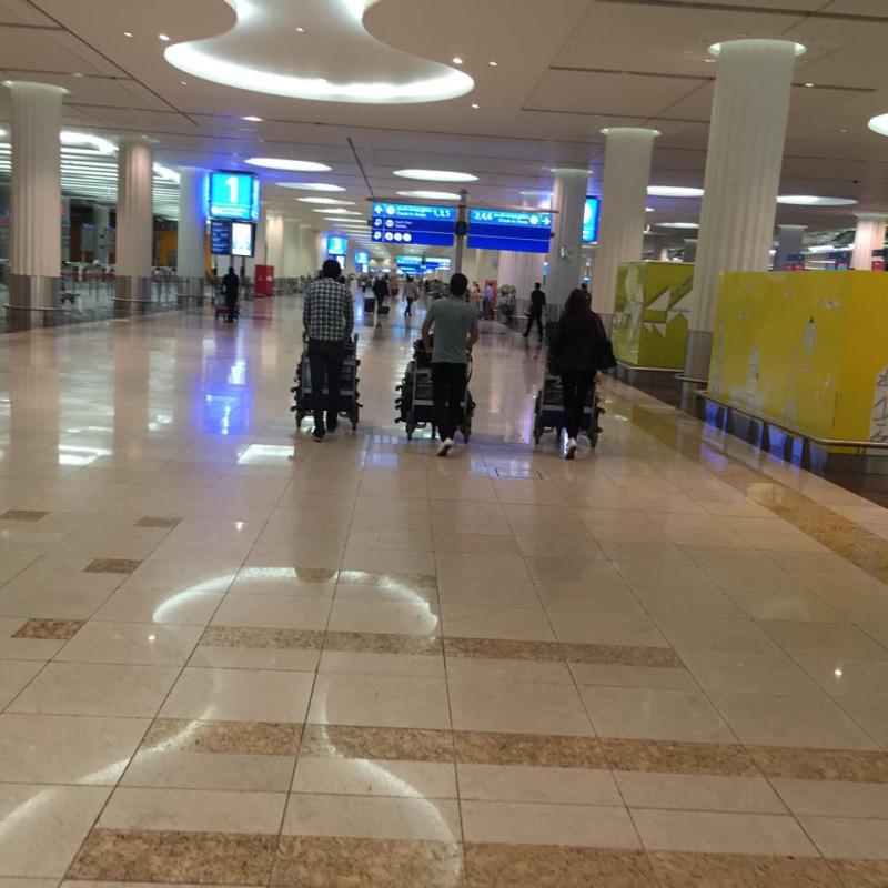Dubai airport kids pushomg baggage