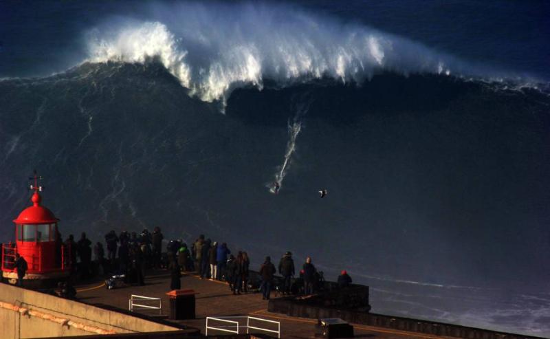 Ton Nazare Big Wave